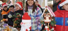 Students from Razlog Sell Christmas Decorations for Charity