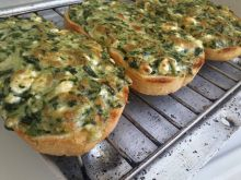 Appetizing Sandwiches with Spinach and Egg