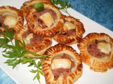 Appetizing Puff Pastries with Mince and Cheese