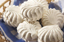 Meringues with Hazelnuts