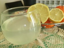Detox Beverage with Lemons for Effective Bodily Cleansing