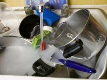 How to clean Teflon dishes