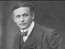 Harry Houdini`s Magic Tricks Still Remain Unexplained