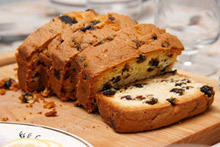 English Orange Cake with Raisins