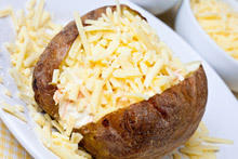 Potatoes Stuffed with Cheese