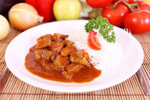 Beef Wine Kebabs with Rice