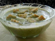 Cream of Spinach Soup with Croutons and Cream