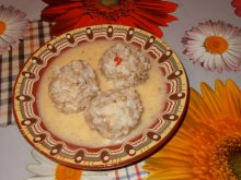 Meatballs with White Sauce and Yoghurt