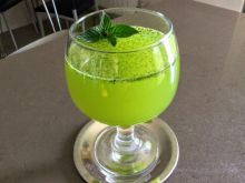 Homemade Lemonade with Fresh Mint