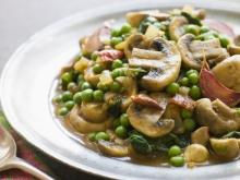 Curry with Mushrooms and Peas
