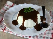 Panna Cotta with Chocolate Sauce
