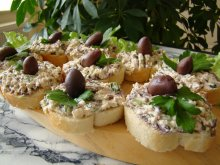 Light Pâté with Olives and Cottage Cheese