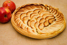 Tart with Cookies and Apples