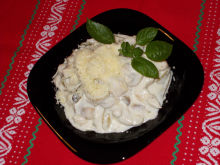 Tasty Chicken with Cream and Mushrooms