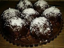 Chocolate Balls with Rum and Raisins