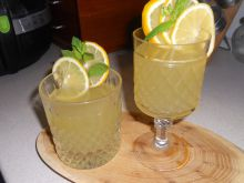 Summer Beverage of Elder, Lemons and Mint