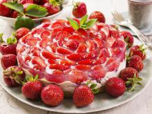 Russian Cake with Chocolate and Strawberries