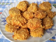 Crumbed Processed Cheese with Cornflakes