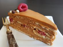 Cake with Raspberries and Dulce de Leche