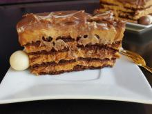 Cake with Cocoa Biscuits and Dulce De Leche