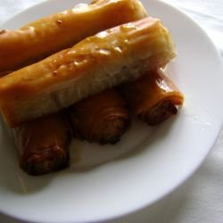 Appetizing Phyllo Cigars with Apple Filling