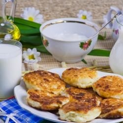 Fried Cakes with Yoghurt