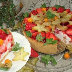 Cheesecake with Strawberries and Exotic Fruits