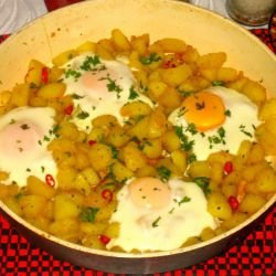 Pan-Fried Garlic Potatoes with Eggs