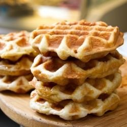Crispy Waffles with Oats and Nuts