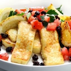 Salad with Tomatoes and Halloumi Cheese