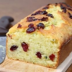 Sponge Cake with Coconut Flour and Raisins