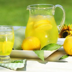Homemade Lemonade with Soda Water
