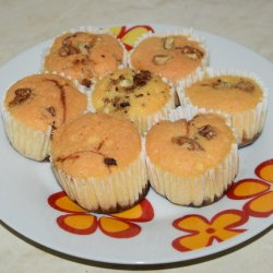 Muffins with Walnuts and Jam