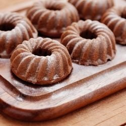 Cinnamon Cakes with Honey