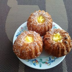 Vanilla Muffins with Milk Cream