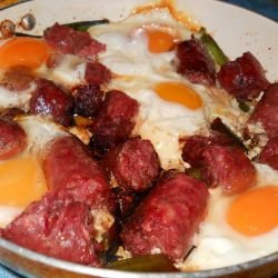 Fried Sausages with Leeks and Eggs