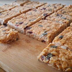 Raw Energy Bars with Oats and Peanut Butter
