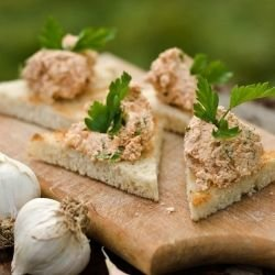 Garlic, Bread and Walnut Spread