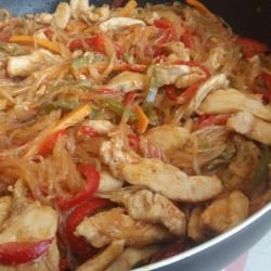 Chinese-Style Chicken Meat with Noodles and Veggies