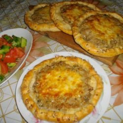 Tasty Pitas with Mince and Cheese