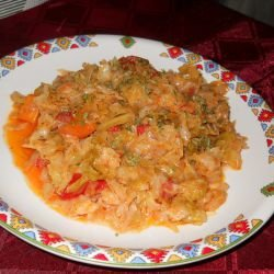 Meatless Cabbage Dish with Tomatoes and Carrots