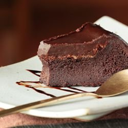Simple Chocolate Cake with Few Ingredients