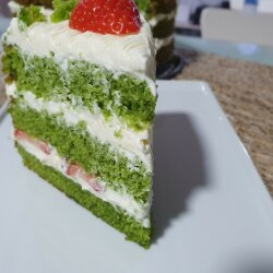 Spinach Cake with Mascarpone and Strawberries