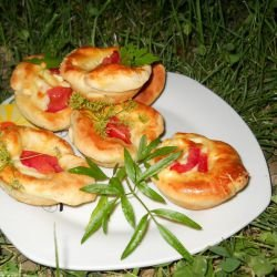 Stuffed Baskets with Emmental and Tomatoes