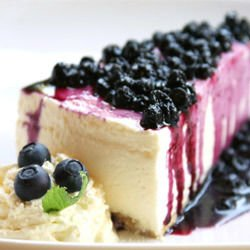 Biscuit Cheesecake with Blueberry Jam