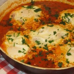 Easy Poached Eggs in Tomato Sauce