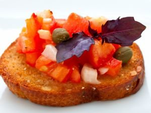 Crostini with tomatoes