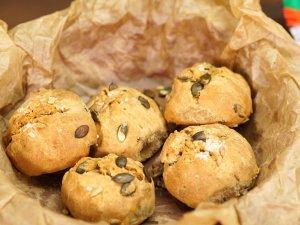 Пълнозърнести хлебчета със семена