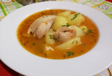 Delicious chicken stew with potatoes
