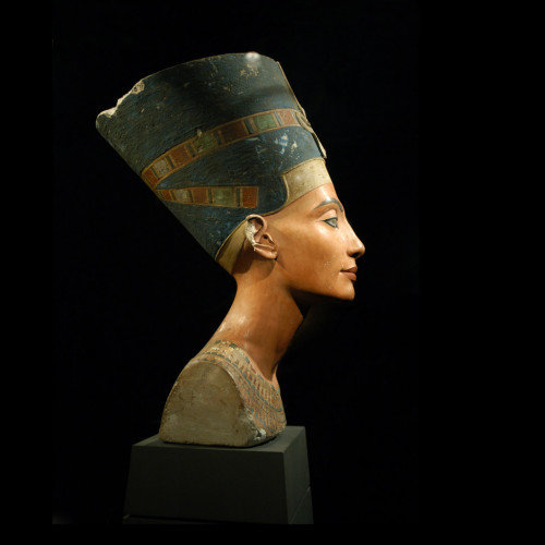 Queen Nefertiti, from birth to her death bed